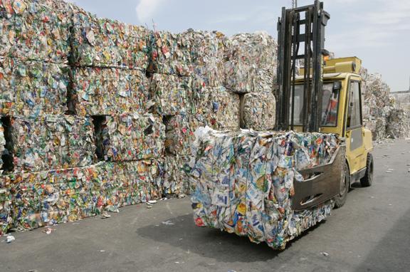 Empresa verde ISO 14001 con impresión de sobres reciclando papel