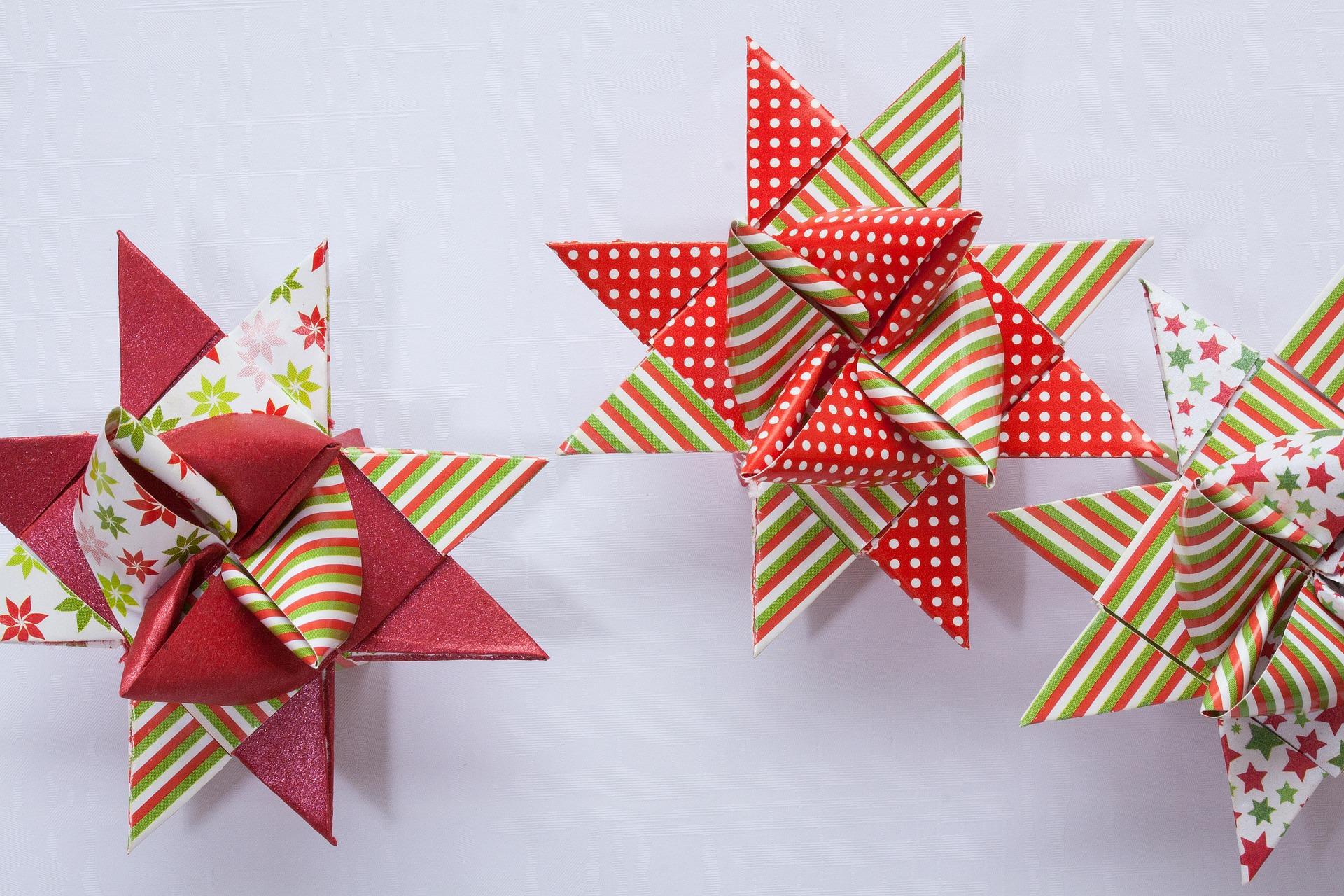 Origami con papel y sobres impresos reciclados