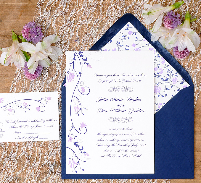 sobres impresos para invitaciones de boda sobre azul